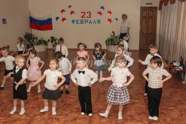 Дети исполняют любой парный танец